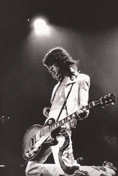 soundsof71:  nocommunicationbreakdown:  Jimmy Page, performing with Led Zeppelin, at the Riverfront Coliseum (1977)  The Kneeling White Dragon