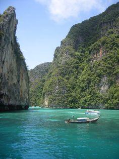 Limestone cliffs - Phi Phi (Thailand) - Travellerspoint Travel Photography
