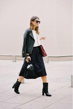 Whisper blog: Saia midi, jaqueta de couro, bota