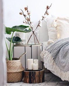 Hereinspaziert! 10 neue Wohnunsgeinblicke auf SoLebIch | SoLebIch.de  Foto: Bohostyleliving  #solebich #schlafzimmer #einrichten #ideen #wandfarbe #lichterkette #bett #skandinavisch #wandgestaltung #dekoration #Schrank #kleines #holz #Beleuchtung #decken #kissen #farben #gestalten #boho #naturalbasket #bohemian #bohochic