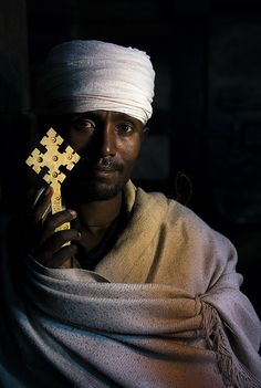 Priest in Lalibela, Ethiopia We Are The World, People Around The World, Namaste, Ethiopian People, Eric Lafforgue, Religion, Face Men, African Diaspora, African History