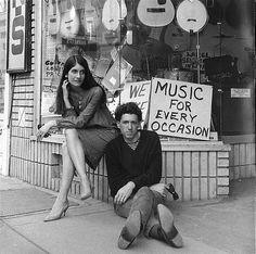 Mimi and Richard Farina had effortless Folk style. Mimi, like her sister Joan Baez, was involved in the Folk scene. 60s Music, Folk Music, National Poetry Month, Joan Baez, Original Song, Bob Dylan, Literature, Blues, Guitar