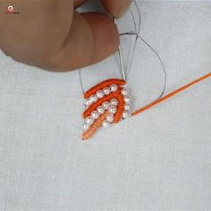 Hand embroidery leaf design - Rokoko Source by elkolb - Embroidery Leaf, Basic Embroidery Stitches, Hand Embroidery Videos, Embroidery Stitches Tutorial, Hand Embroidery Flowers, Flower Embroidery Designs, Creative Embroidery, Learn Embroidery, Sewing Stitches