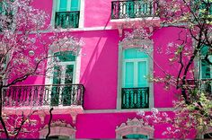 Fuchsia & turquoise building - would love to live in a place like this!