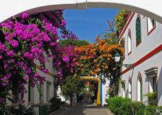http://fotos-cf.panageos.com/la-playa-de-mogan_3165/s/t/r/street-in-puerto-de-mogan_161241.jpg
