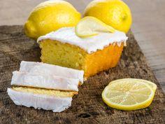Der Saft der gelben Zitrusfrucht gibt unserem Kuchen das, wonach sich jeder Zitronenkuchen-Liebhaber die Finger leckt: Einen saftigen Teig, der süß und sauer perfekt vereint. Und dabei ist das Rezept ganz simpel! http://www.fuersie.de/kochen/backrezepte/artikel/rezept-fuer-saftigen-zitronenkuchen