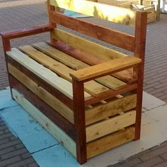 Divanetto Multicolore fatto con pallet