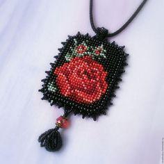 Купить Кулон из бисера Красная роза - кулон, кулон из бисера, бижутерия ручной работы, вышивка