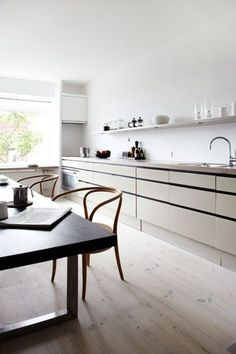 Nordic-Bliss-Scandinavian-style-minimalistic-white-Danish-design-home-interior-kitchen