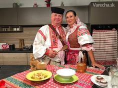 Pohorelské guľky (videorecept) - recept | Varecha.sk Dumplings, Pizza, Bread, Polo, Basket, Polos, Brot, Baking, Breads
