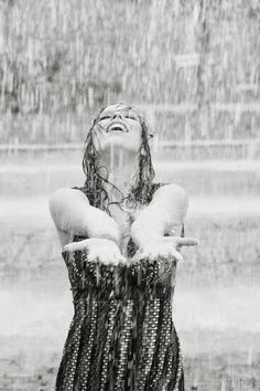 """""""...No desesperes nunca, jamás,  ni siquiera cuando estés en las  peores condiciones... porque de las nubes más negras, cae agua limpia..."""""""