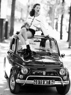 Kate Moss atop a 1958 Fiat 500. ☚