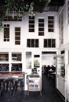 Derlot, Alfredo's (Australia), International restaurant
