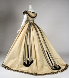 Ball gown Emile Pingat (French, active Date: ca. 1860 Culture: French Medium: silk Dimensions: [no dimensions available] Credit Line: Gift of Mary Pierrepont Beckwith, 1969 Accession Number: Metropolitan Museum of Art, New York Civil War Fashion, 1800s Fashion, 19th Century Fashion, Victorian Fashion, Vintage Fashion, Victorian Era, Vintage Outfits, Vintage Gowns, Vintage Mode
