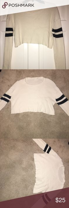 Brandy Melville 2014 Cropped Sweater Beautiful material and perfect for fall. Very cropped. For women with smaller chest. No rips or tears Brandy Melville Sweaters Crew & Scoop Necks