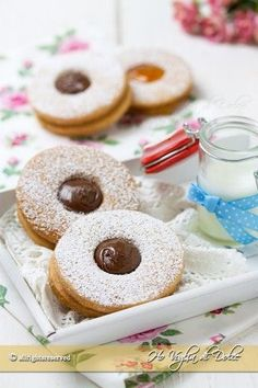 biscotti-occhio-di-bue-ricetta-facile Italian Cookie Recipes, Italian Cookies, Italian Desserts, Biscotti Biscuits, Biscotti Cookies, Nutella, Candy Cakes, Cracker, Chocolate Recipes