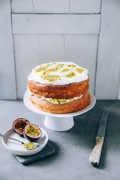 Maracujakuchen Spongecake Passionsfrucht Backrezept mit Quark Sahne Füllung einfache Torte für Feste Sommerkuchen Kuchenbuffet Südaustralien Rezept Zuckerzimtundliebe Foodblog Foodfotografie