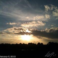 日差しが痛い #sunrise #sky #cloud #philippines #空 #雲 #朝日