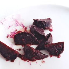 Maple Horseradish Glazed Beets This is a perfect combination of flavours! Beet Recipes, Irish Recipes, Indian Food Recipes, Vegetarian Recipes, Root Veggies, Fruits And Veggies, Vegetables, Vegetable Sides, Vegetable Side Dishes