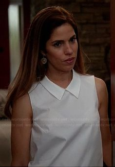 Marisol's white sleeveless top with collar on Devious Maids Ana Ortiz, Devious Maids, Maid Outfit, Her Style, Poplin, Fashion Forward, Street Style, Fashion Outfits, White Collar