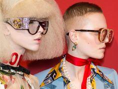 Alle Augen auf die Fashion-Metropolen: In Berlin, New York, London, Mailand und Paris präsentieren die internationalen Designer ihre neuesten Kollektionen und setzen damit die Trends für die kommende Saison.  Modefrauen, zückt eure Kalender – hier kommen die Fashion Week Termine für das Jahr 2017!