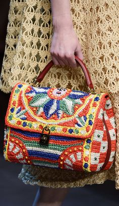 Dolce & Gabbana crochet designs for Spring/Summer 2013 Crochet Handbags, Crochet Purses, Crochet Bags, Crochet Designs, Fashion Bubbles, Mode Crochet, Diy Sac, Tapestry Crochet