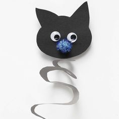 Handprint Black Cat Craft - Easy Peasy and Fun - matgame Easy Crafts, Diy And Crafts, Crown Crafts, Cat Decor, Cat Cards, Fun Activities For Kids, Creative Kids, Spring Crafts, Diy Halloween