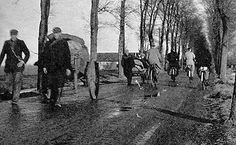 December 1944. Hunger treks by bikes and horse wagon to the farmers north of Amstedam, often the Wieringermeer, to buy/barter food. More than 20,000 people lost their lives in Amsterdam and the western part of the Netherland during the winter of 1944-1945. #amsterdam #worldwar2 #hongerwinter
