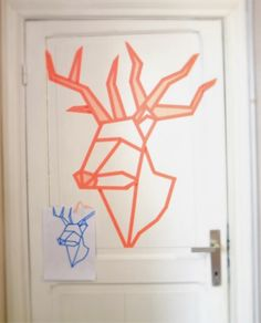 Washi Tape wall art: Deer head with washi tape on the door. HOW IT'S MADE -> https://www.youtube.com/watch?v=uOTPUhvnD0I  By Lien Dorme