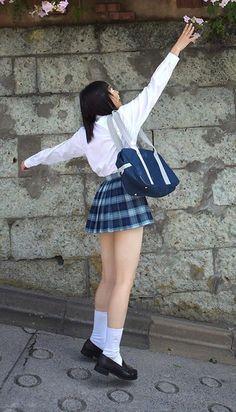 School Girl Outfit, Girl Outfits, High School Girls, School Uniform, Japanese Girl, Skater Skirt, Mini Skirts, Ballet Skirt, Teen