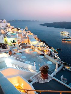Want to travel the world without the need of breaking the bank? Read this epic list from the 35 cheapest countries to visit in 2020 for an amazing vacation. Vacation Destinations, Dream Vacations, Greece Destinations, Cool Places To Visit, Places To Travel, Santorini Vacation, Santorini Villas, Santorini Greece, Countries To Visit