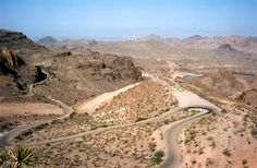 Sitgreaves Pass, above Goldroad - view looking west towards the Colorado River valley: Photographs of Route Topock to Kingman, Arizona Old Route 66, Route 66 Road Trip, Historic Route 66, Travel Route, Kingman Arizona, Living In Arizona, Colorado River, Winding Road, Scenery