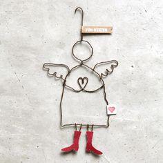 Ein Schutzengel ist immer ein besonderes Geschenk und dieser Engel trägt zur liebevollen Botschaft auch noch die schönsten Schuhe.