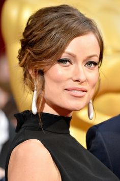 Olivia Wilde attends the Oscars held at Hollywood & Highland Center on March 2014 in Hollywood, California. Celebrity Makeup Looks, Celebrity Beauty, Olivia Wilde, Latest Hairstyles, Wedding Hairstyles, Beauty Secrets, Beauty Hacks, Beauty Tips, Oscars 2014