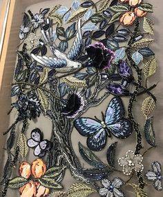 やっと完成しました。 長かったーーー‼︎ 裏の糸の仕末をして額装だぁ ☆ ☆ ☆ #オートクチュール刺繍  #オートクチュール刺繍教室  #アリワーク #刺繍 #ししゅう #アート #鳥 #森 #蝶 #花 #手仕事 #手芸 #ハンドメイド #作品展 #ナンタケットバスケット #flowers  #handmad #embroidery  #aariwork  #butterfly  #bird #leaf #tree #nantucketbasket #art