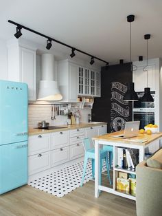 Home, sweet home! Kitchen Inspiration : Scandinavian Interior Design The Definitive Source for Int New Kitchen, Vintage Kitchen, Kitchen Decor, Kitchen Ideas, Modern Retro Kitchen, Small Kitchen Designs, Ikea Small Kitchen, Vintage Fridge, Kitchen Cook