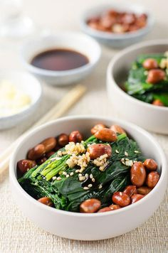 Chinese spinach and peanut salad recipe - Blanched spinach and fried peanuts are served in a gingery vinegar dressing. It's simple and easy to cook. Asian Spinach Recipe, Spinach Recipes, Vegetarian Recipes, Cooking Recipes, Cooking Ideas, Paleo Coconut Shrimp, Asian Recipes, Ethnic Recipes, Chinese Recipes