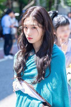 Kpop Girl Groups, Korean Girl Groups, Kpop Girls, Jung Chaeyeon, Kim Chungha, Choi Yoojung, Korean Actresses, Pretty Baby, Ulzzang Girl