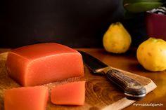 Uno de los dulces más exquisitos que hay, es este dulce de membrillo. Se conserva durante mucho tiempo y está espectacular si lo acompañas con quesos.