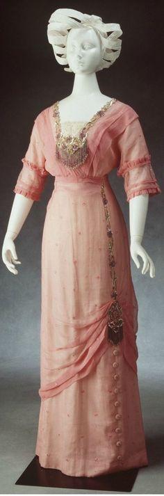 Vestido noturno, 1910.