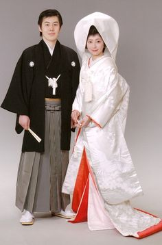 Today I am bringing along a beautiful post for all of traditional japanese wedding dress I hope my effort of compiling the finest comfortable Traditional Wedding Attire, Traditional Fashion, Traditional Dresses, Traditional Japanese, Style Du Japon, Chinese Gown, Kawaii Dress, Kimono Design, Wedding Kimono