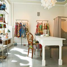 Die Werkstatt in der die farbenfroh gemusterten Dirndl von Noh Nee entstehen | creme münchen