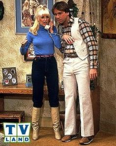 Suzanne Somers as Chrissy Snow & John Ritter as Jack Tripper Three's Company Turtleneck & Jeans in Boots celebs in turtlenecks Chrissy Snow, Life In The 70s, John Ritter, Suzanne Somers, Three's Company, Seventies Fashion, Beauty Ad, Classic Tv, Old School