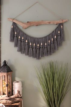 hanging yarn wall art \ wall yarn art & wall yarn art diy & hanging yarn wall art & hanging yarn wall art diy & boho yarn wall art & wood and yarn wall art & stick and yarn wall art & yarn macrame diy wall art Macrame Wall Hanging Diy, Macrame Art, Macrame Projects, Diy Projects, Driftwood Macrame, Weaving Wall Hanging, Macrame Wall Hangings, Hanging Beads, Hanging Plant