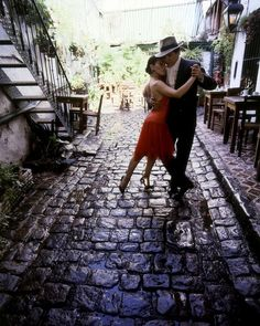 While in San Telmo, you might be lucky enough to catch an impromptu tango show