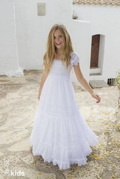Our First Communion collection will turn every little girl into a princess. Little Girl Fashion, Little Girl Dresses, Girls Dresses, Flower Girl Dresses, Robes De Confirmation, Charo Ruiz, Holy Communion Dresses, Moda Formal, Baptism Dress