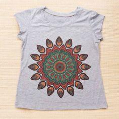 Camiseta feminina em várias estampas que combinam com sua vibe.  Por apenas R$ 2990  Saiba mais pelo nosso Whatsapp: 13982166299