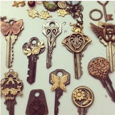 Now i know what to do with the bag full of keys i have! or make that key wind chime, That looks sweet too.