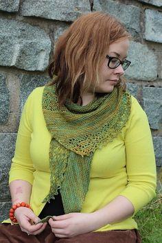 Châle au tricot: Ravelry: Nurmilintu pattern by Heidi Alander Knitting Stitches, Knitting Patterns Free, Lace Knitting, Free Pattern, Knitted Shawls, Crochet Shawl, Knit Crochet, Ravelry, Purl Stitch