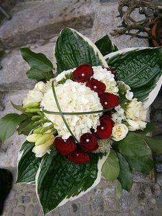 Hochzeitstag! Hortensie, Rosen, Perlen, Fresien, Hostablätter, Wedding